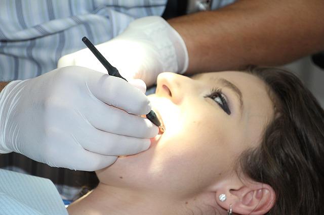 Bezbolesne leczenie zębów Warszawa. Strach przed dentystą – czy potrzebny? Stomatolog Żoliborz