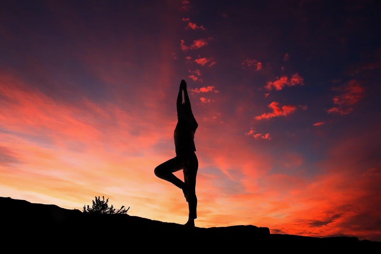 Skąd pochodzi joga i dlaczego warto ćwiczyć?